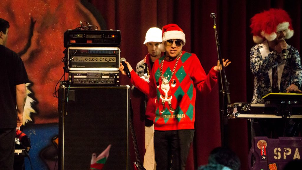 staxup stoarge ugly sweater contest